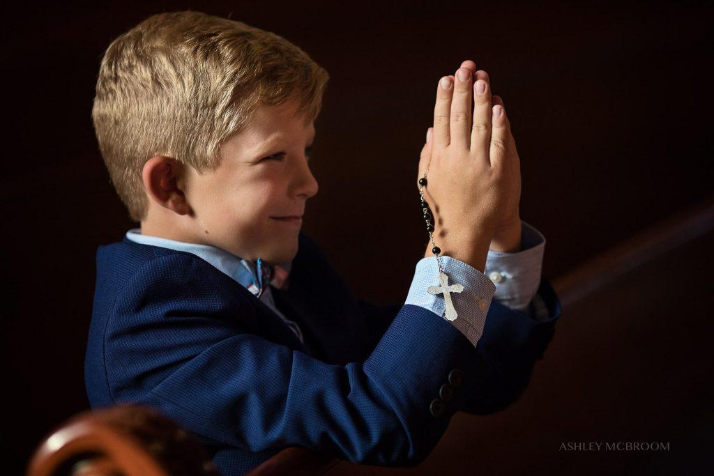 atlanta photographer first communion praying