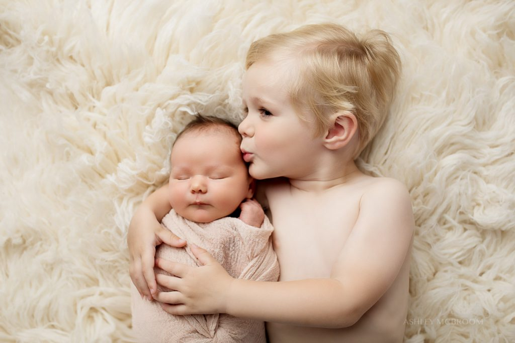 east cobb newborn photographer siblings